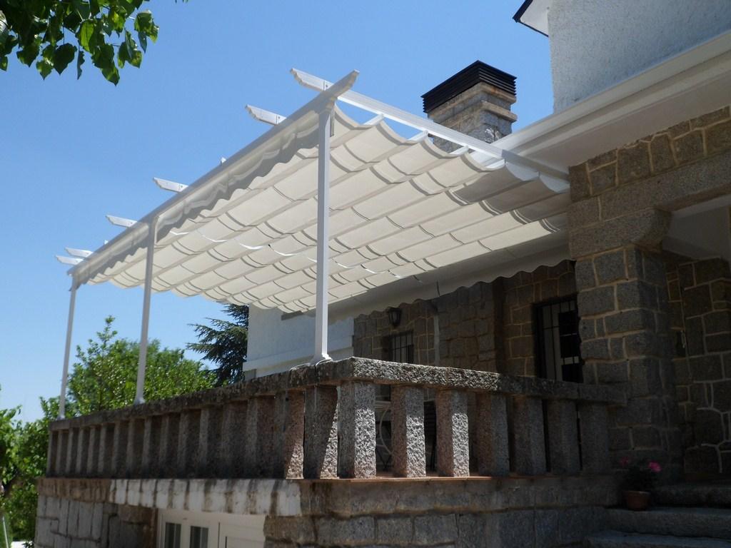 Toldos p rgola toldos de la fuente for Toldo horizontal terraza