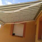 El toldo de brazo invisible protege y viste terrazas y balcones.